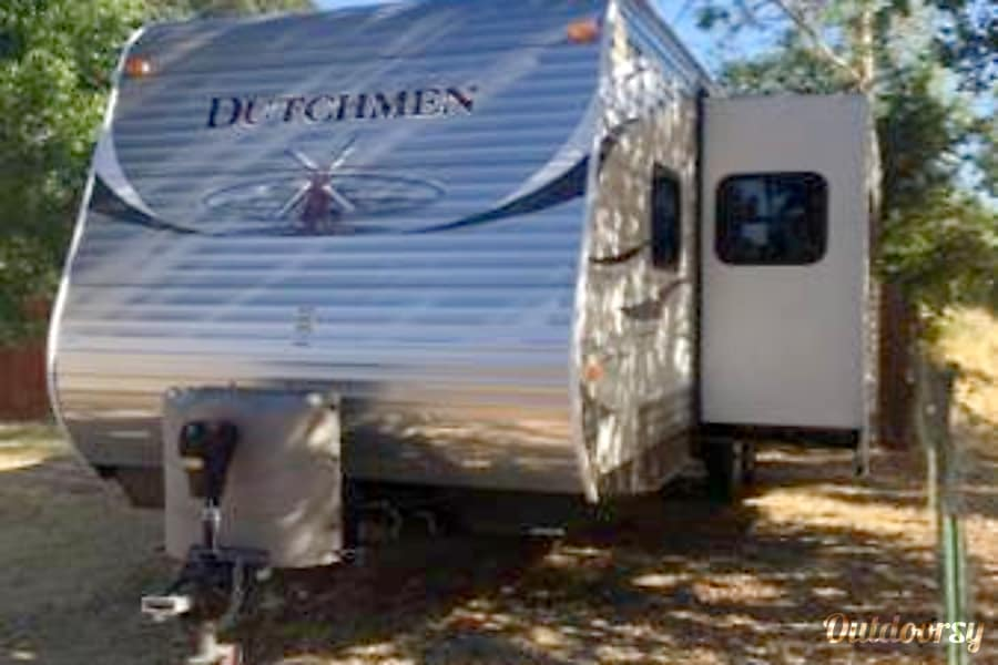 Very Nice Family trailer sleeps 10 with large slide out! Dixon , CA