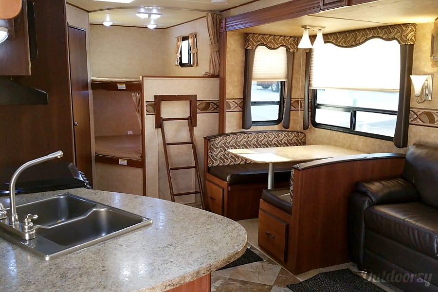 Beautiful 2014 Crossroads Zinger with Bunkhouse and private master. West Valley City, UT