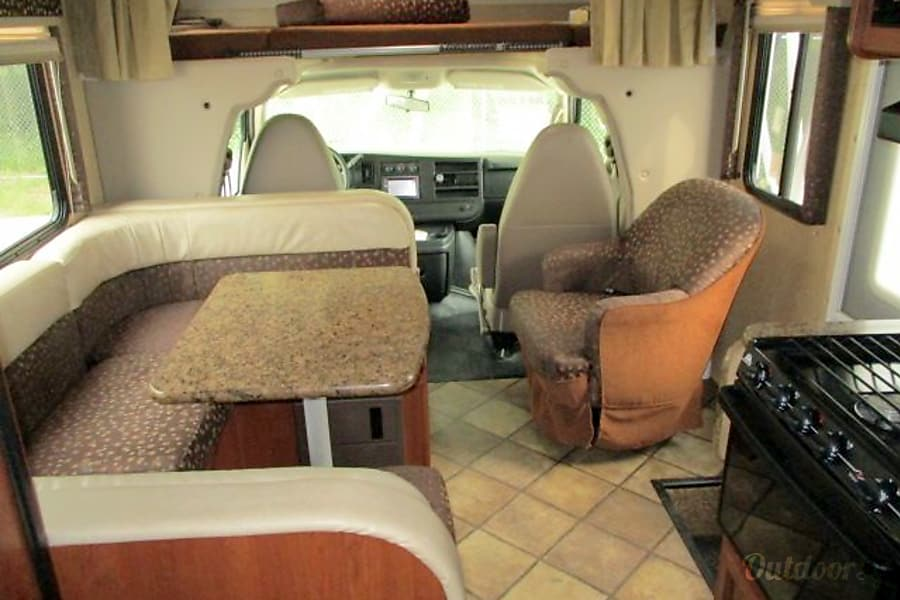 interior 2014 Thor Motor Coach Freedom Elite 23U Charlotte, NC