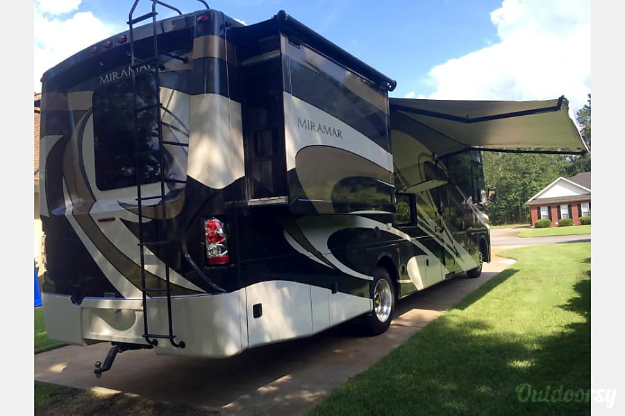 2016 Thor Miramar w/King Suite and bunk house: PERFECT FAMILY VACATION RV Belton, TX