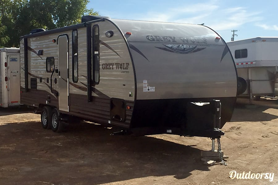 2016 Forest River Cherokee Grey Wolf 23BD Sacramento, CA BEFORE HOOKING UP TO A TRUCK
