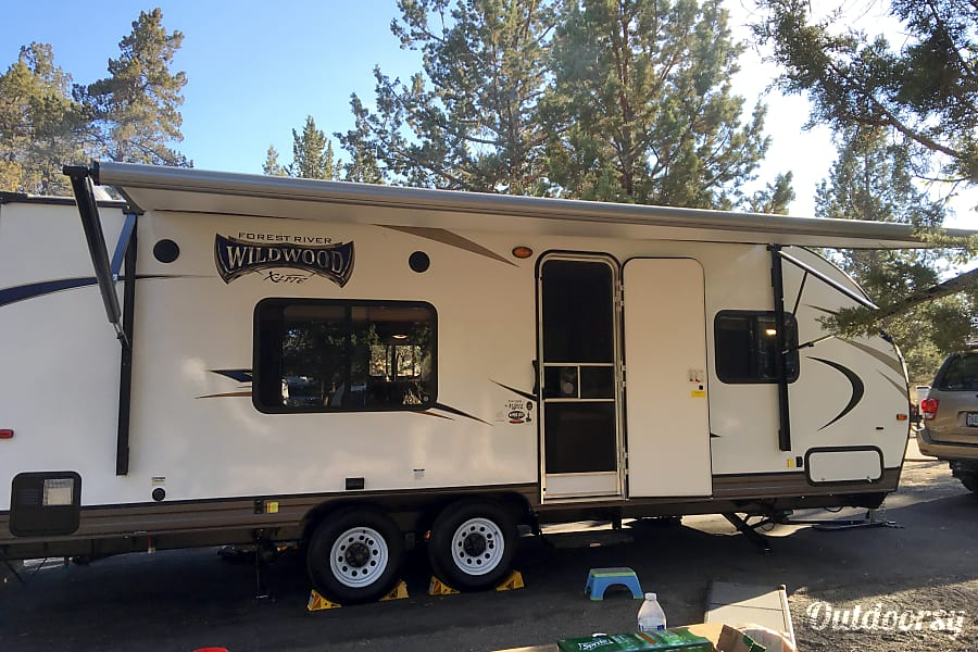 2017 Forest River Wildwood X-Lite Redmond, OR Electric awning.