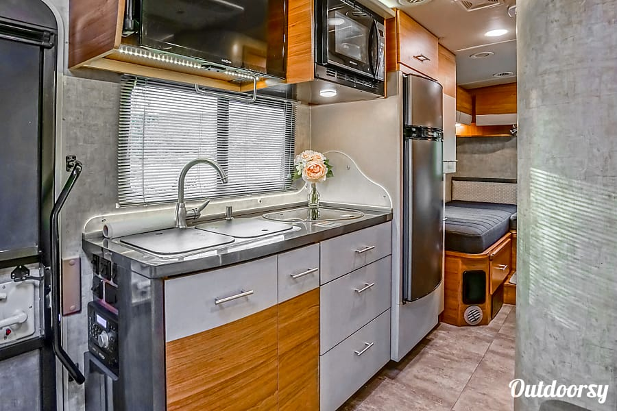 2016 Model V (Buena Park) - Mercedes Winnebago View Buena Park, CA