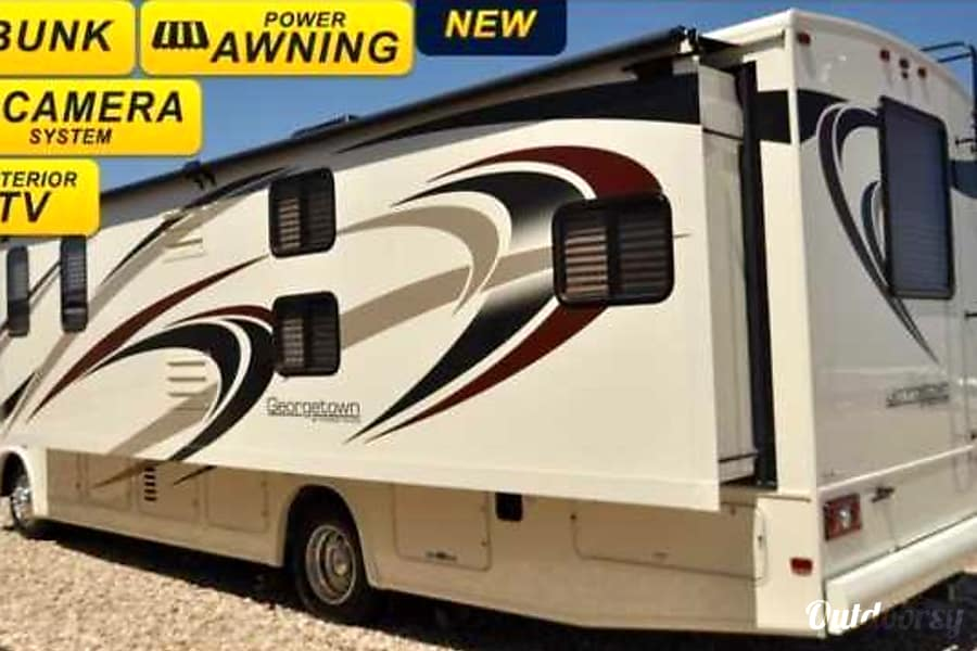BRAND NEW 2017 Class A w/Bunks. 2017!! Sleeps 8-10!! ALL THE BELLS AND WHISTLES!!! Seattle Tacoma, WA