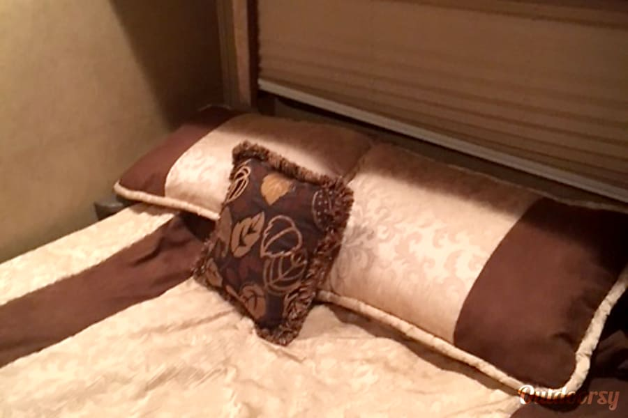 2013 Jayco Greyhawk Edmond, OK Master Bed