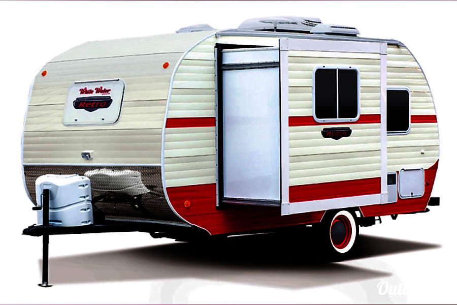 Retro Glamping in Style! Tallassee, TN Slide-out for lots of extra interior space.