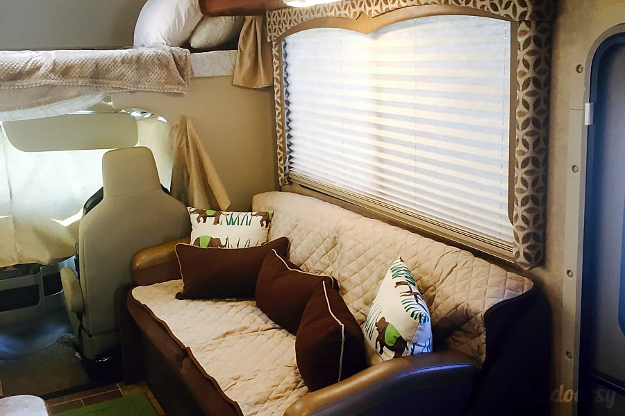 interior 2016 Thor Motor Coach Four Winds 26A Walkersville, MD