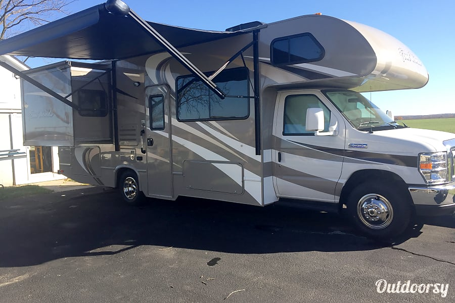 exterior 2016 Thor Motor Coach Four Winds 26A Walkersville, MD