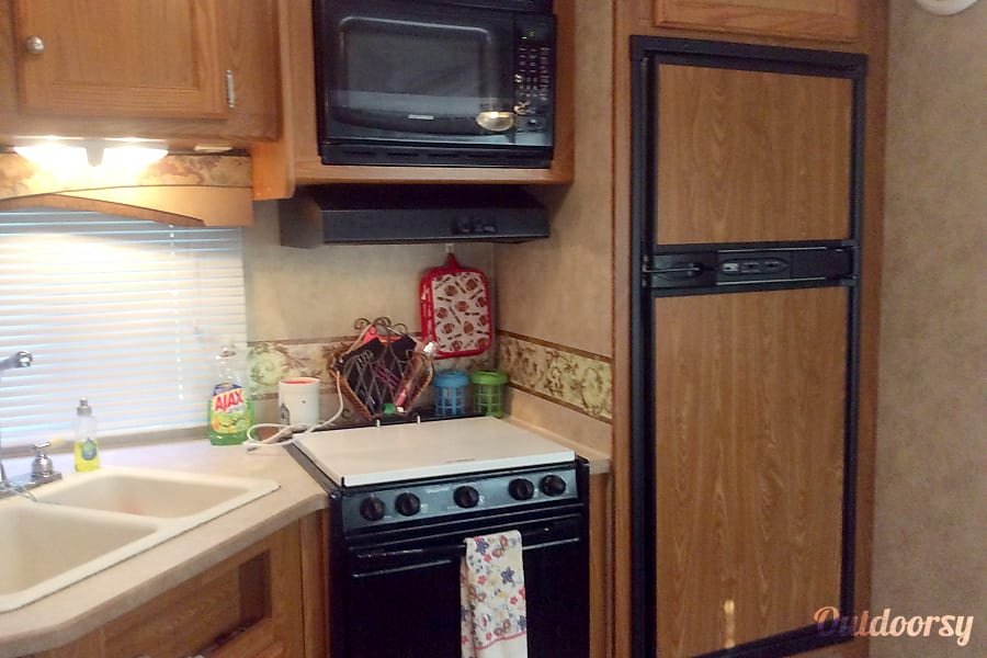 2007 Thor Motor Coach freedom spirit Williamston, SC Kitchen area