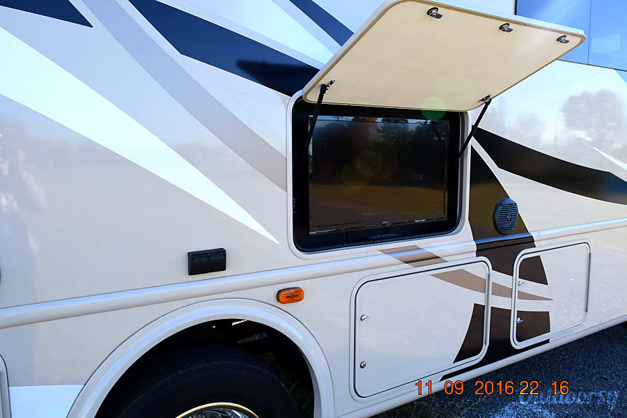 exterior 2016 Thor Motor Coach A.C.E 29.3 Concord, NC