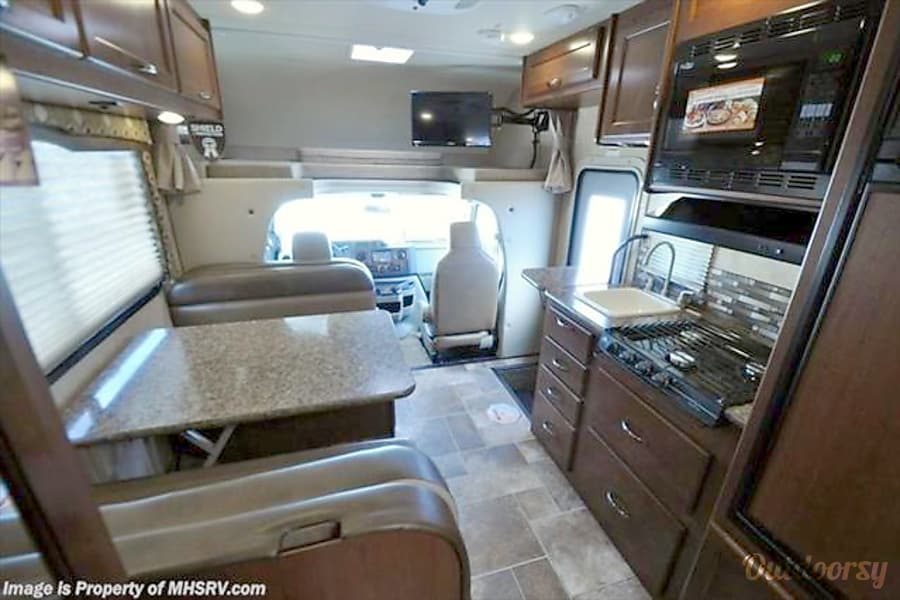 2016 Thor Chateau 22e C24 B Motor Home Class C Rental In