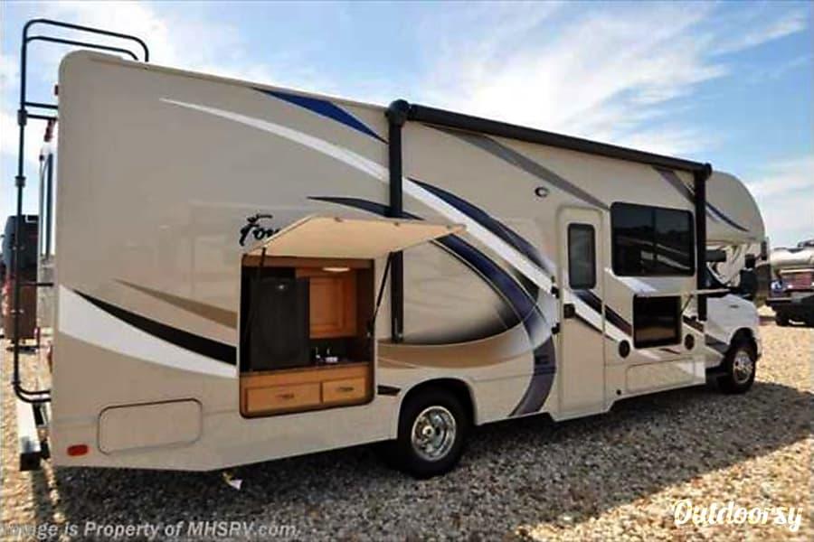 exterior 2017 Thor Four Winds 29G 1703 Austin, TX