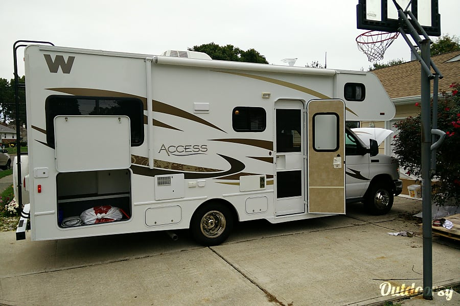 exterior 2013 Winnebago Access Hamilton Township, NJ