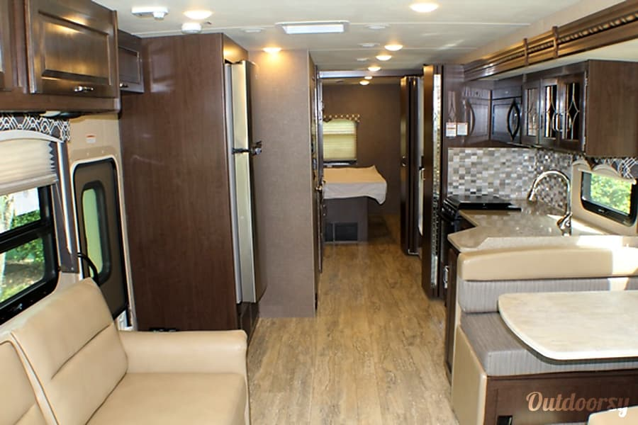 2017 Thor Hurricane 34j Motor Home Class A Rental In