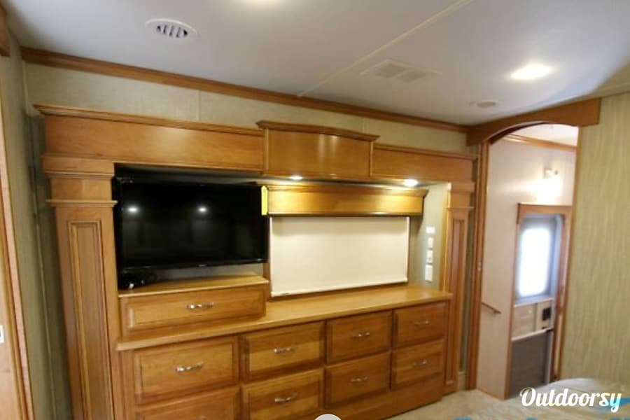interior 2017 Drv Mobile Suites 44' fifth wheel Spring, TX