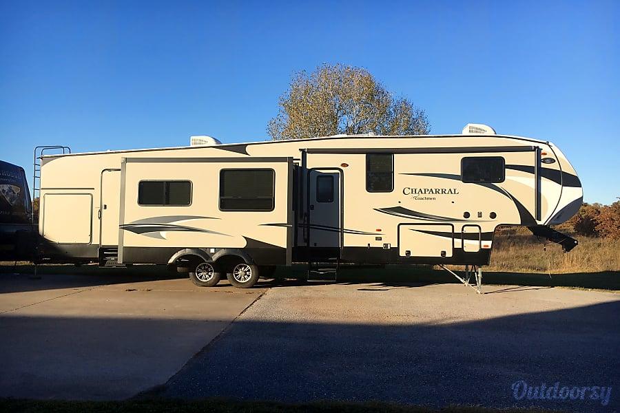 exterior 2016 Coachmen Chaparral Bray, OK
