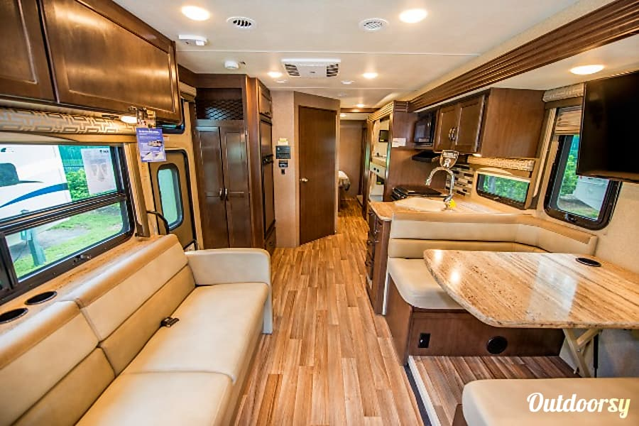 2017 Thor A C E 30 2 Bunk Motor Home Class A Rental In