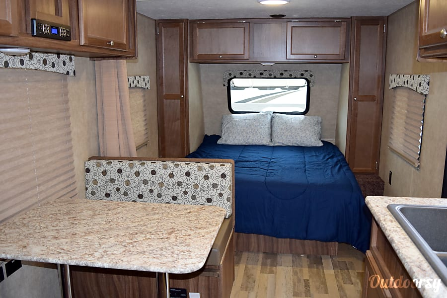 """2017 Coachman Clipper (21') - nicknamed """"Amarillo"""" Houston, TX Windows throughout the trailer have blinds that can pull down for complete privacy or up for gorgeous light throughout."""