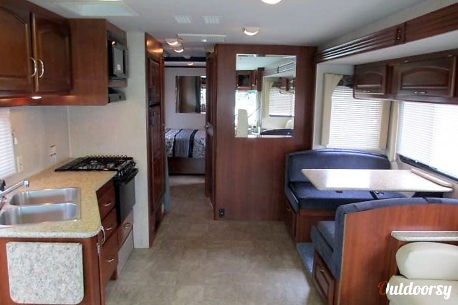 2009 Fleetwood Fiesta Vero Beach, FL Incredible spacious inside with the deep slideouts out! Upgraded LED lighting!