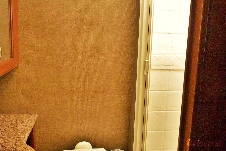 33ft Thor Class C Bunkhouse (C3006) Sun City, AZ Roomy Bathroom!