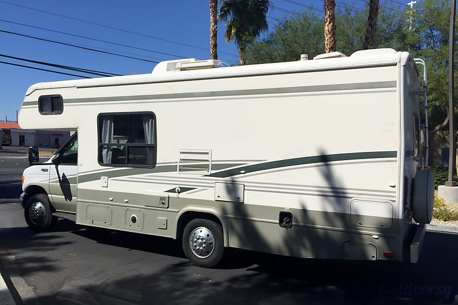FORD 28FT CLASS C RV DRIVES LIKE A CAR SLEEPS 8 NICK NAME(LILLY) Las Vegas, NV