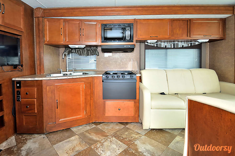 RV 23: Pursuit 33BHP Herndon, VA