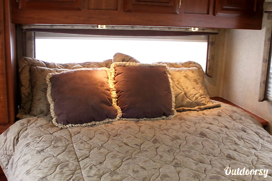 The Perfect Home Away from Home!! 2004 Jayco Mini Granite 31' Easy to Handle! Chatham, IL up close of the comfy master suite