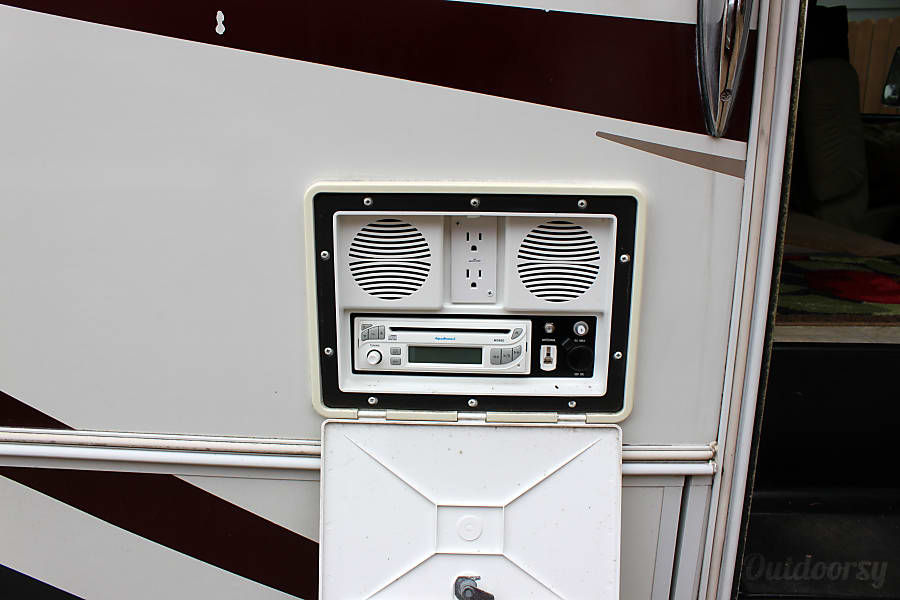The Perfect Home Away from Home!! 2004 Jayco Mini Granite 31' Easy to Handle! Chatham, IL outdoor entertainment!