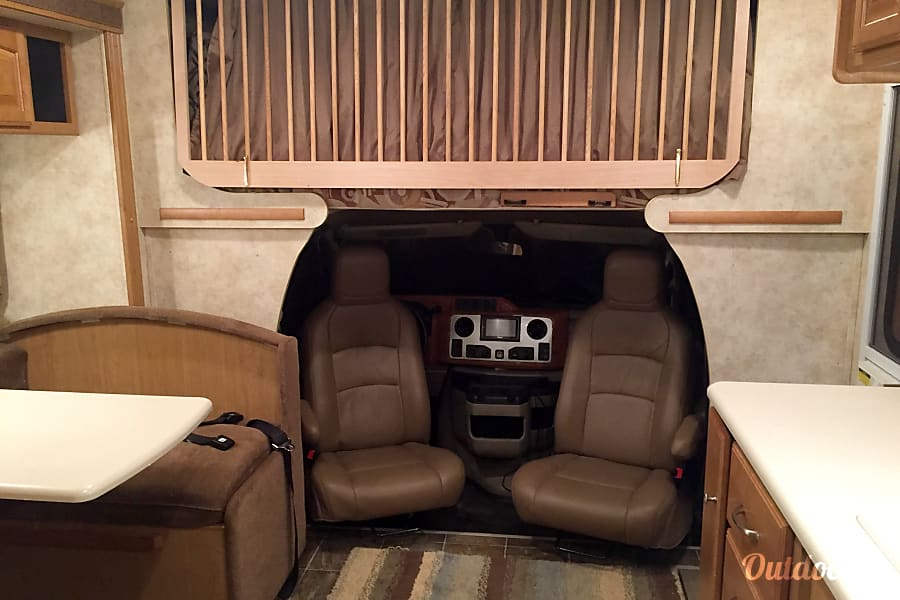 interior 2011 Winnebago Access Premier QP! West Linn, OR