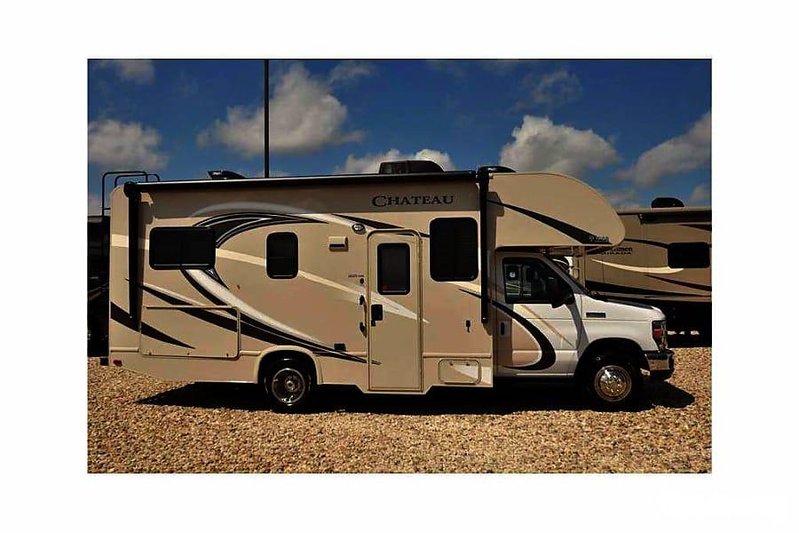 exterior 2016 Thor Motor Coach Chateau Buena Park, CA