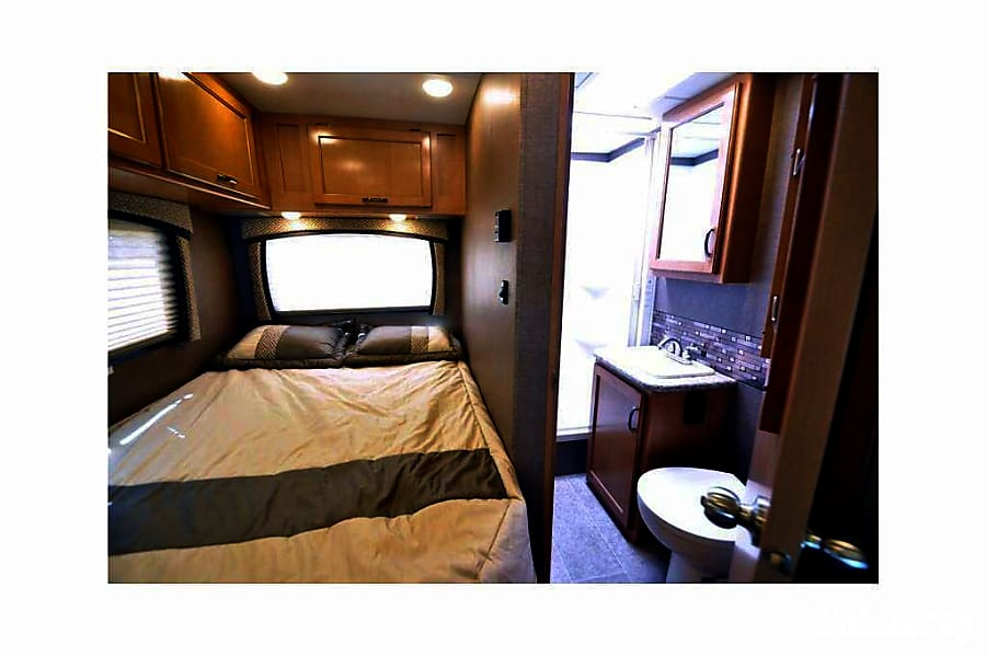 2016 Thor Motor Coach Chateau Buena Park, CA Main Bed, Bathroom.