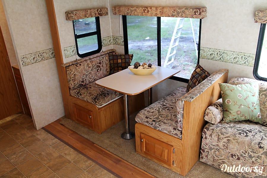#11 2006 Big Horn Heartland Camper Bradenton, FL