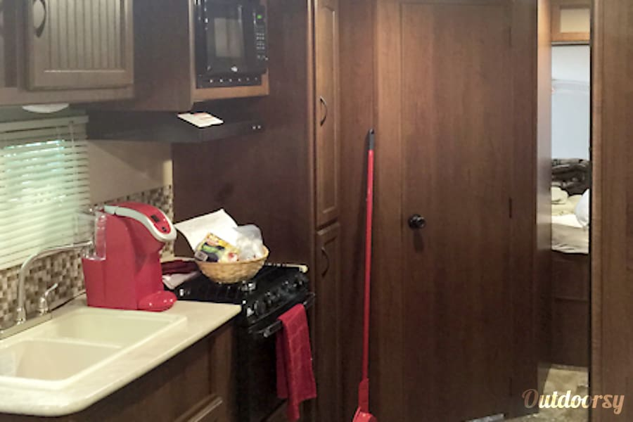 #31 2015 Jayco Jay Feather Ultra Lite Camper Bradenton, FL
