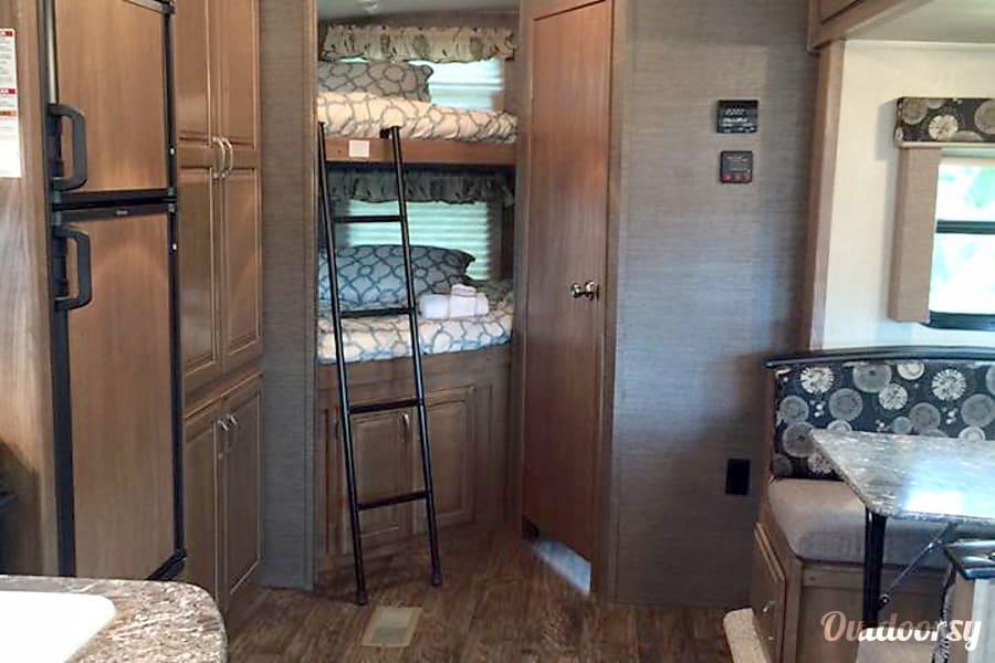 #36 2015 Keystone Laredo LHT 28BH Camper AUBURNDALE, FL