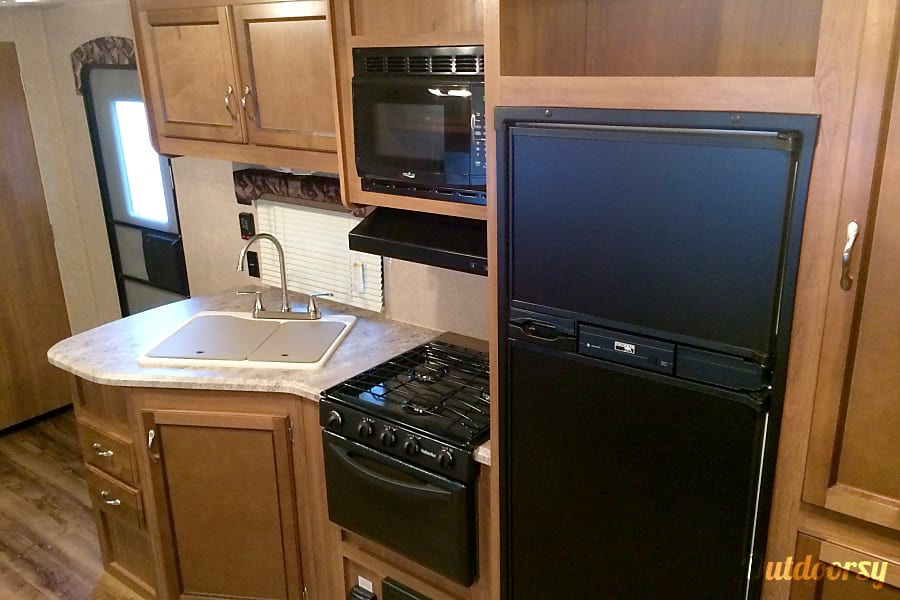 interior Newer Coachmen Catalina  - sleeps 10 Livermore, CA