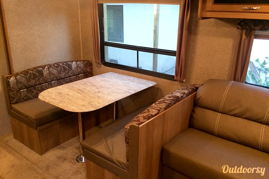 2016 Coachmen Catalina SBX Livermore, CA Dining Table that folds into a bed