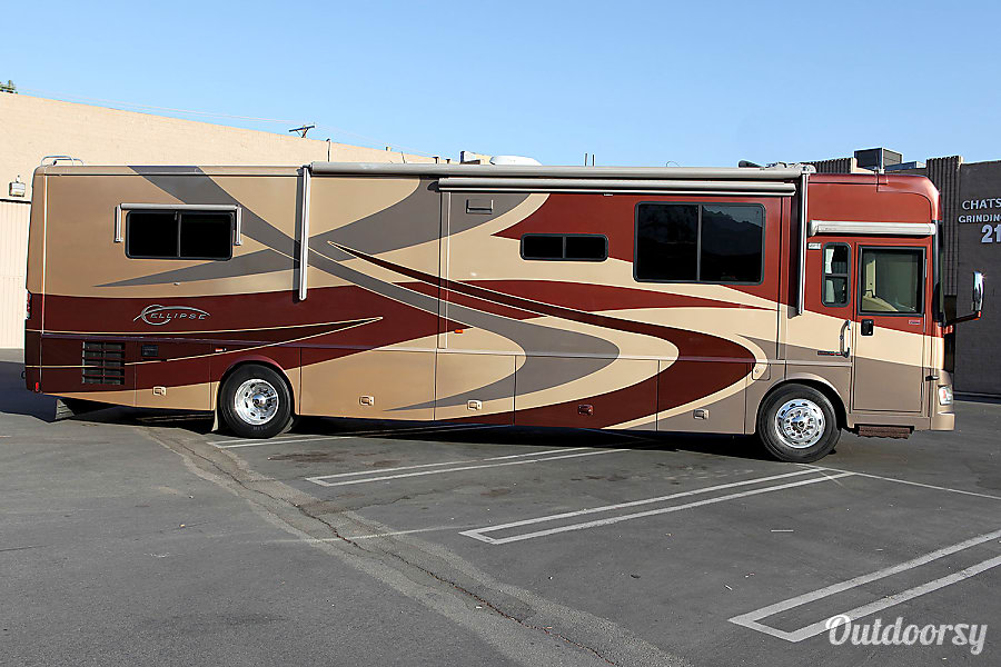 2007 Itasca Ellipse 40' Luxury Class A Diesel Pusher Motorhome Chatsworth, CA Here is a view of the Passenger side with the Slideouts in.