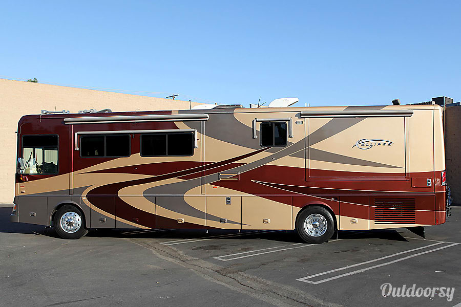 2007 Itasca Ellipse 40' Luxury Class A Diesel Pusher Motorhome Chatsworth, CA Here is a view of the Driver side with the Slideouts In