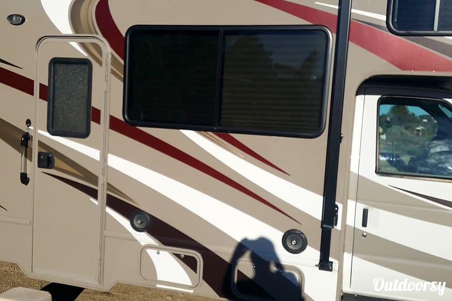 Silver Cloud - Thor Four Winds 28z Glendale, AZ Passenger Side