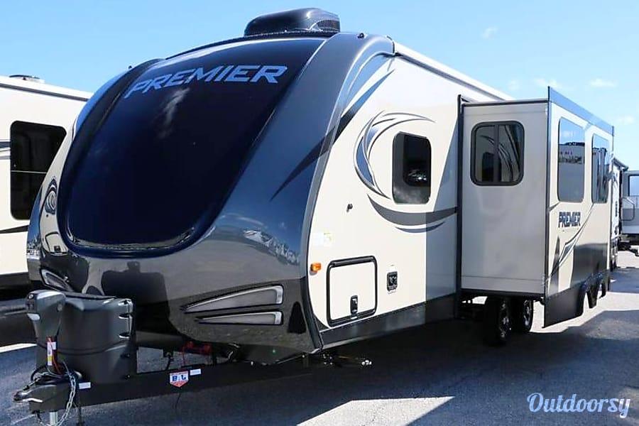 exterior 2017 Keystone Premier 26RBPR Hockley, TX