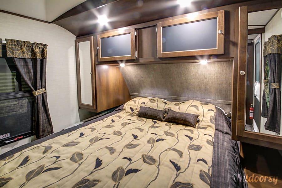 interior 2017 Keystone Premier 26RBPR Hockley, TX