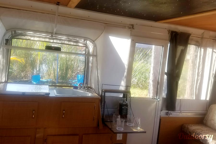 2006 Moon Light Coleman Pop Up Trailer (Delivery, Set Up & Removal Available) Port Richey, FL