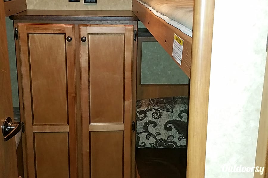 Traveling Hotel for the Whole Family! Jacksonville, FL Bunk house with ample storage. Has 3 beds and table/sitting area that converts to a bed