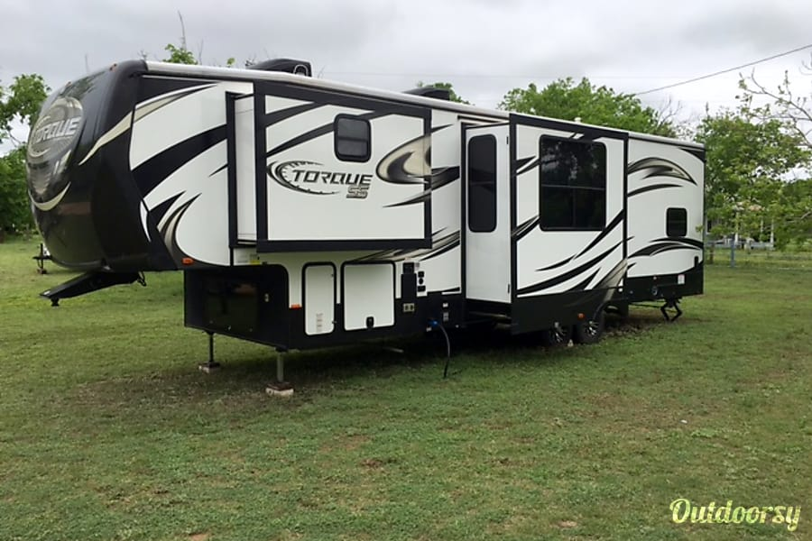 exterior 2015 heartland torque 325 Toy-Hauler 38ft 5th Wheel Kerrville, TX