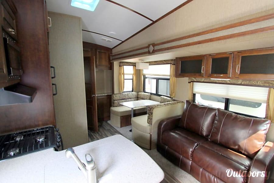 33' Outback Fifth Wheel With Bunk Beds & 3 Slide-Outs (T20) San Marcos, CA