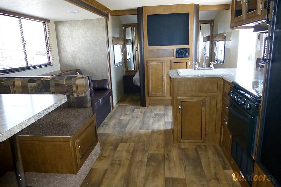 28' Wildwood With Bunk Beds/Slide-Out (T24) San Marcos, CA