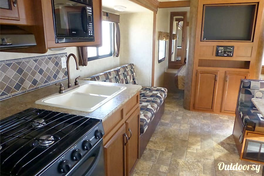 28' Wildwood With Bunk Beds/Slide-Out (T25) San Marcos, CA