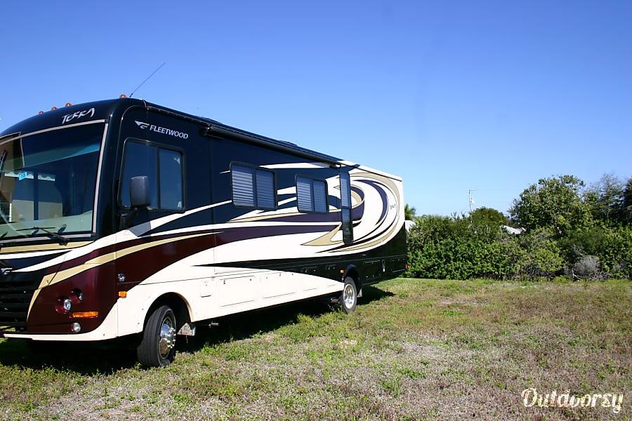 exterior 2011 Fleetwood Terra Cape Coral, FL