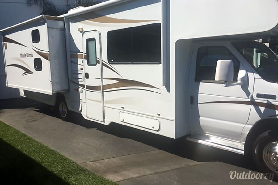 2015 Winnebago Minnie Winnie : Reasonable Rates- $145 a night (2 nt. minimum) for dates up to Jan. 31 Long Beach, CA
