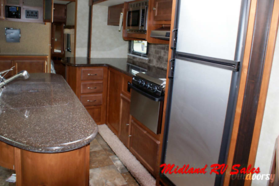 2015 Gulf Stream 29 BIK Midland, MI 29BIK - Slide-out Kitchen
